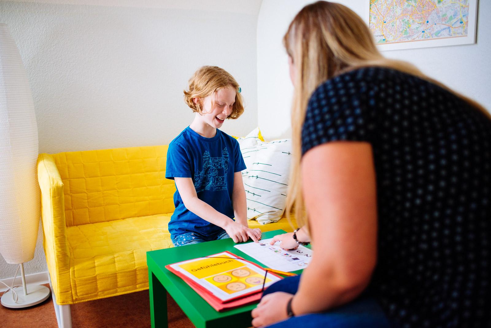 Hier sehen Sie eine Teachh-Methoden für mehr Struktur im Alltag. Eine Therapie im autismuszentrum bottrop Ruhrgebiet.