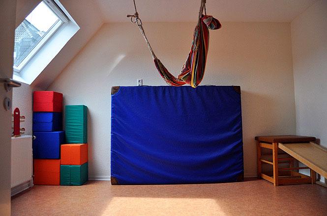 Bild vom Bewegungsraum des autismuszentrum bottrop im Ruhrgebiet. Ihr Ansprechpartner für ASS, Asperger, Atypischer, frühkindlicher Autismus, Teacch.