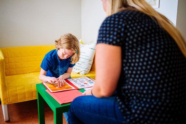 Hier sehen Sie ein Kind in Therapie für Frühkindlicher Autismus